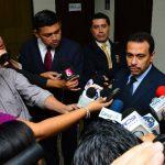 El exdirector de Centros Penales, Nelson Rauda, sale de declarar en la Fiscalía. Foto EDH / cesar A..