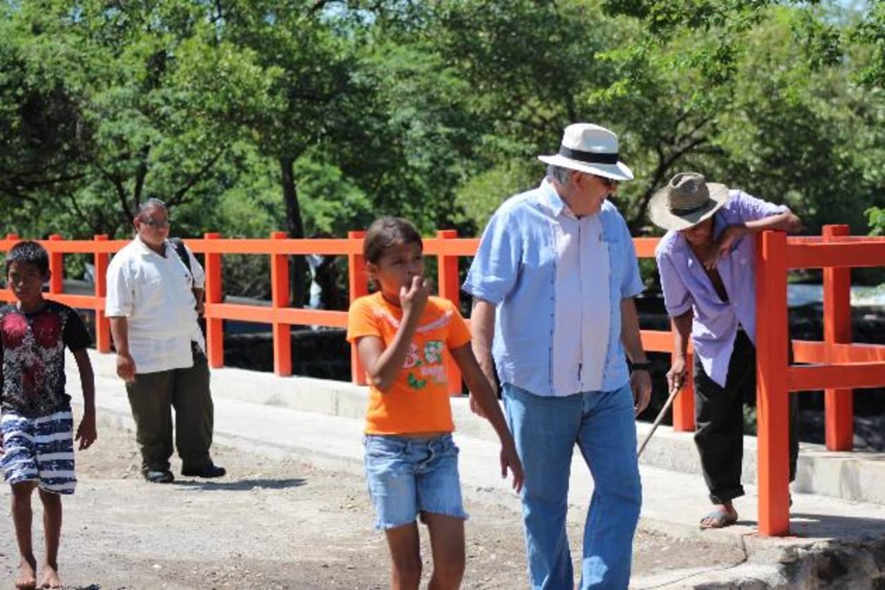 Este es el muelle mejorado de la colonia Las Flores del cantón Puerto Parada. foto EDH / cortesía