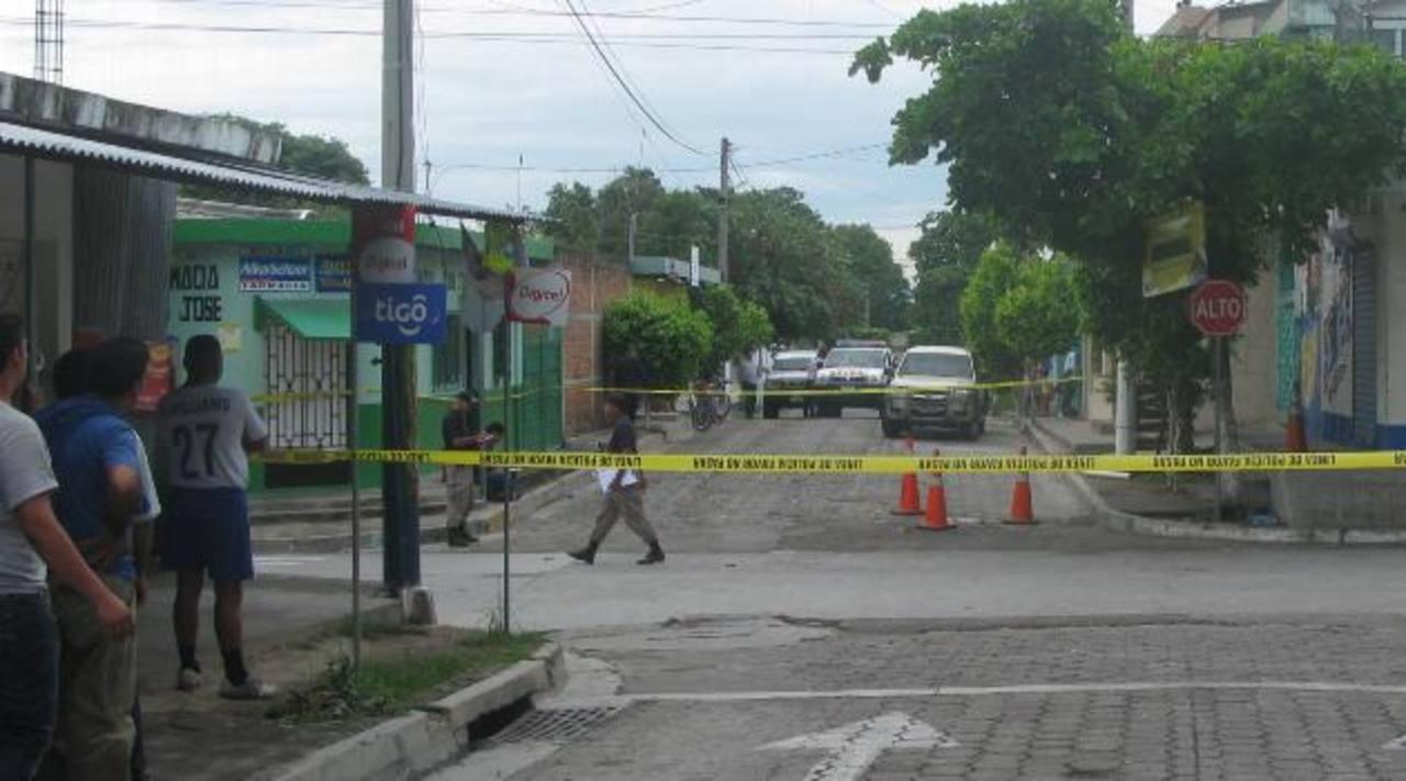 Al comerciante Wenceslao Arévalo y a su custodio Pedro Pérez los asesinaron el 23 de junio de 2011 cuando abrían el negocio del primero en Rosario de La Paz. Foto EDH / Archivo