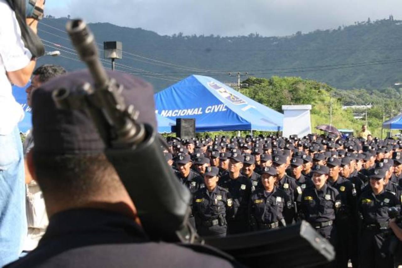 El nivel básico de la Policía no fue incluido en las reformas, ya que las autoridades aseguran que era un problema de nivel Superior. Foto EDH / Archivo
