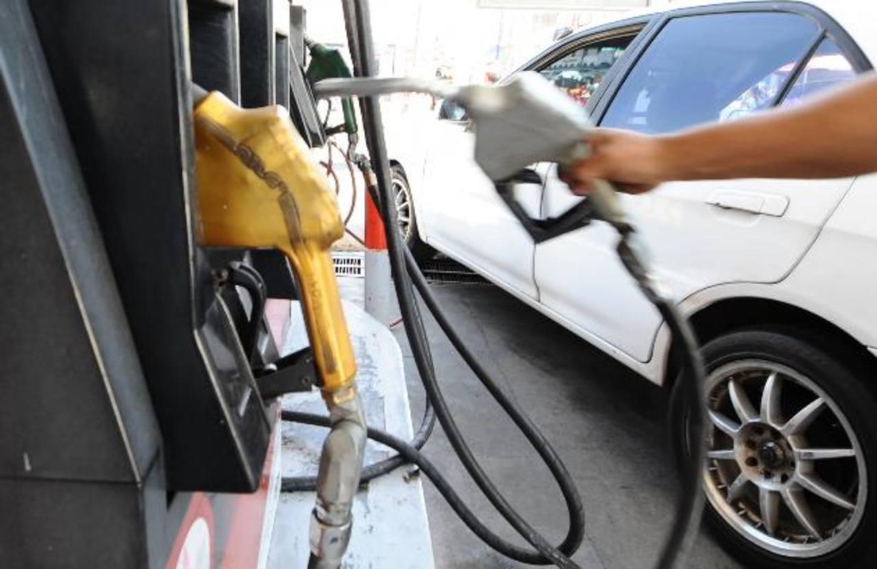 Los gasolineros asociados en Adepetro esperan que si hay sanciones sean contra las petroleras. foto edh / archivo