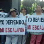 Sindicalistas de Salud se han comenzaban a concentrar frente a la Asamblea Legislativa. Foto vía Twitter Miguel Villalta