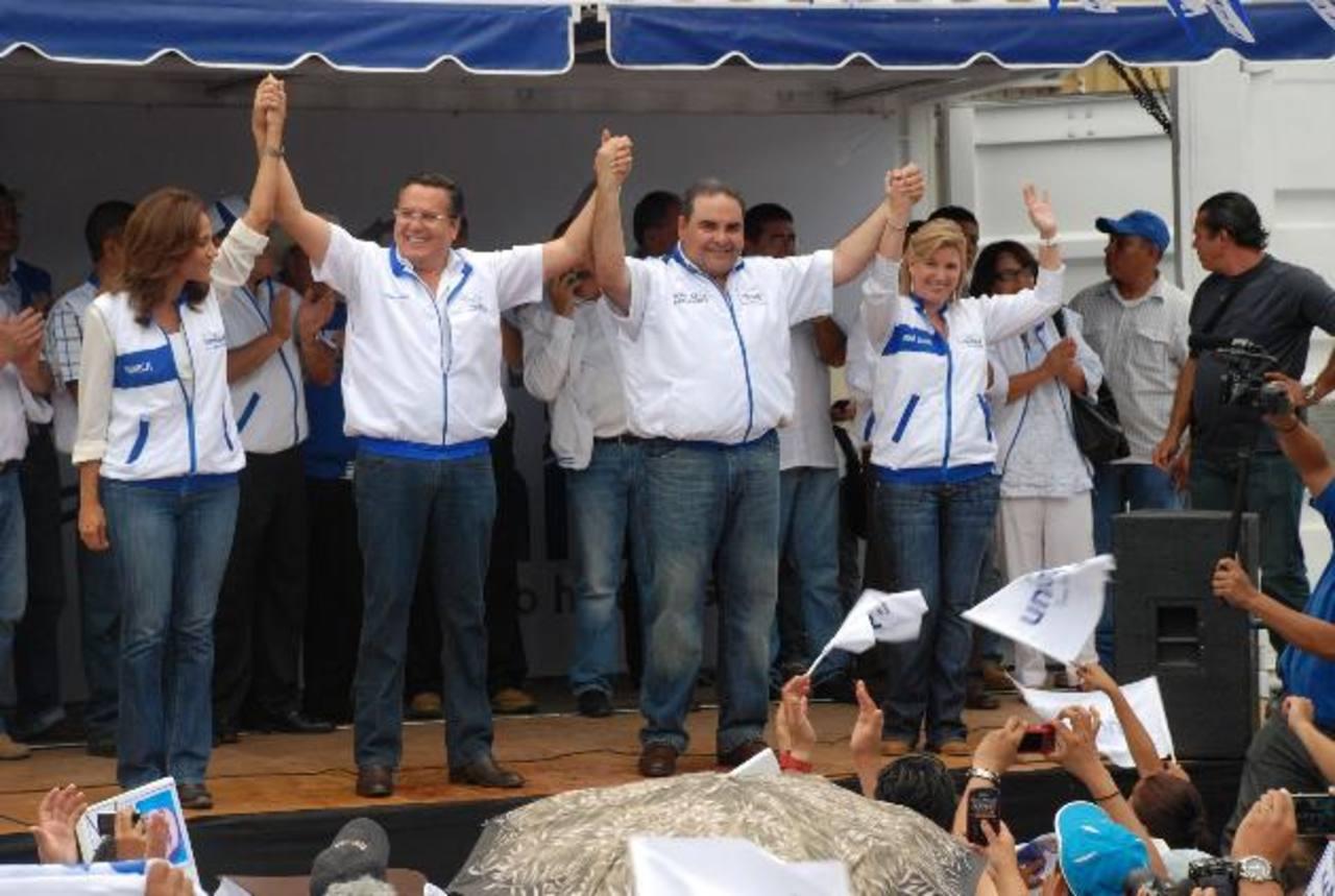 Francisco Laínez fue presentado por Antonio Saca como su compañero de fórmula para las próximas elecciones presidenciales. El evento fue en Santa Ana. Foto EDH / Iris Lima