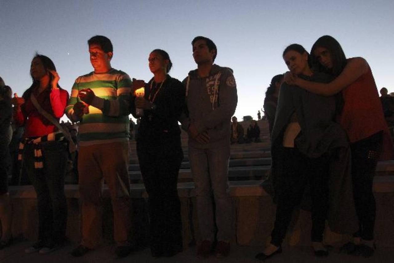 Familiares de víctimas en el lugar de la tragedia. FOTO EDH