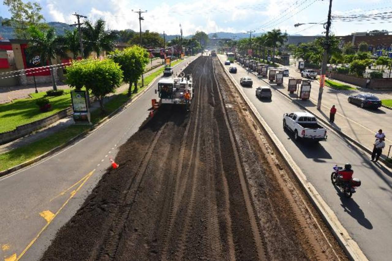El MOP prevé que las obras en la vía que lleva a Santa Tecla terminarán antes de la Navidad. Foto EDH / archivo