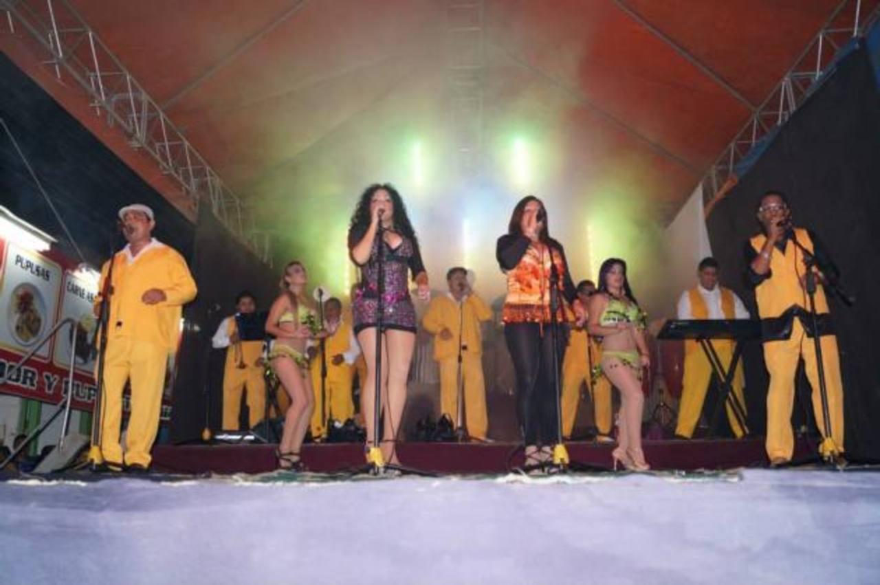 La Sabrosa Dinamita puso a bailar a los soyapanecos durante el carnaval este domingo. Foto edh /cortesia
