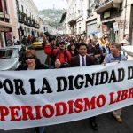 Periodistas ecuatorianos han hecho sendas marchas contra la Ley de Medios, promulgada por el presidente Rafael Correa. foto edh / archivo