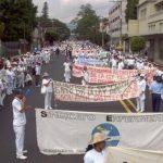 La marcha ha generado caos vial en las zonas en las que pasa. FOTO EDH Mario Amaya, vía Twitter.