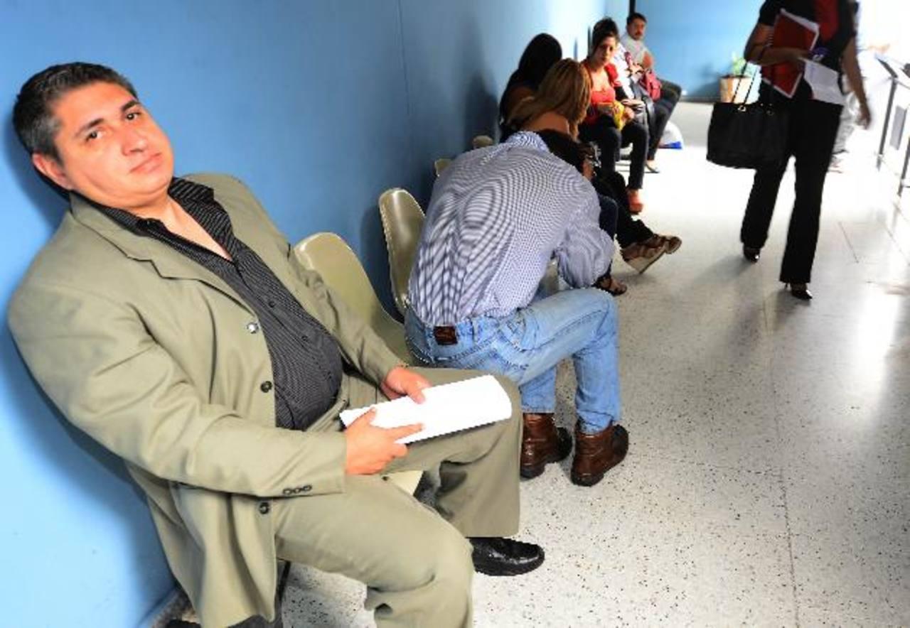 Guillermo Antonio Buitrago fue detenido junto a su padre en la colonia San Francisco de San Salvador, el viernes por la tarde, acusados de estafa. Foto EDH / Mario Amaya