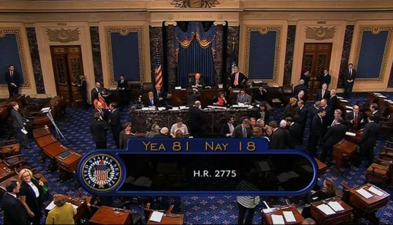 Imagen de la TV que muestra al Senado estadounidense aprobando la ley que permitió la reapertura del Gobierno federal con 81 votos a favor y 18 en contra. foto edh / ap