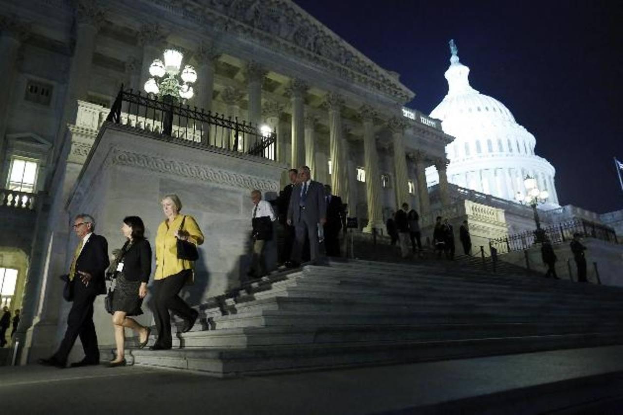 Estados Unidos evitó a última hora la suspensión de pagos, sin embargo, muchos organismos aún desconfían de la recuperación económica de ese país. Foto EDH / archivo
