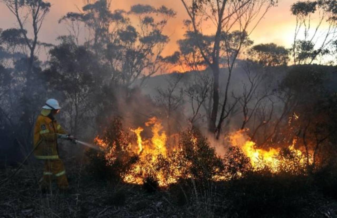 Bomberos combaten el fuego en New South Wales, Australia