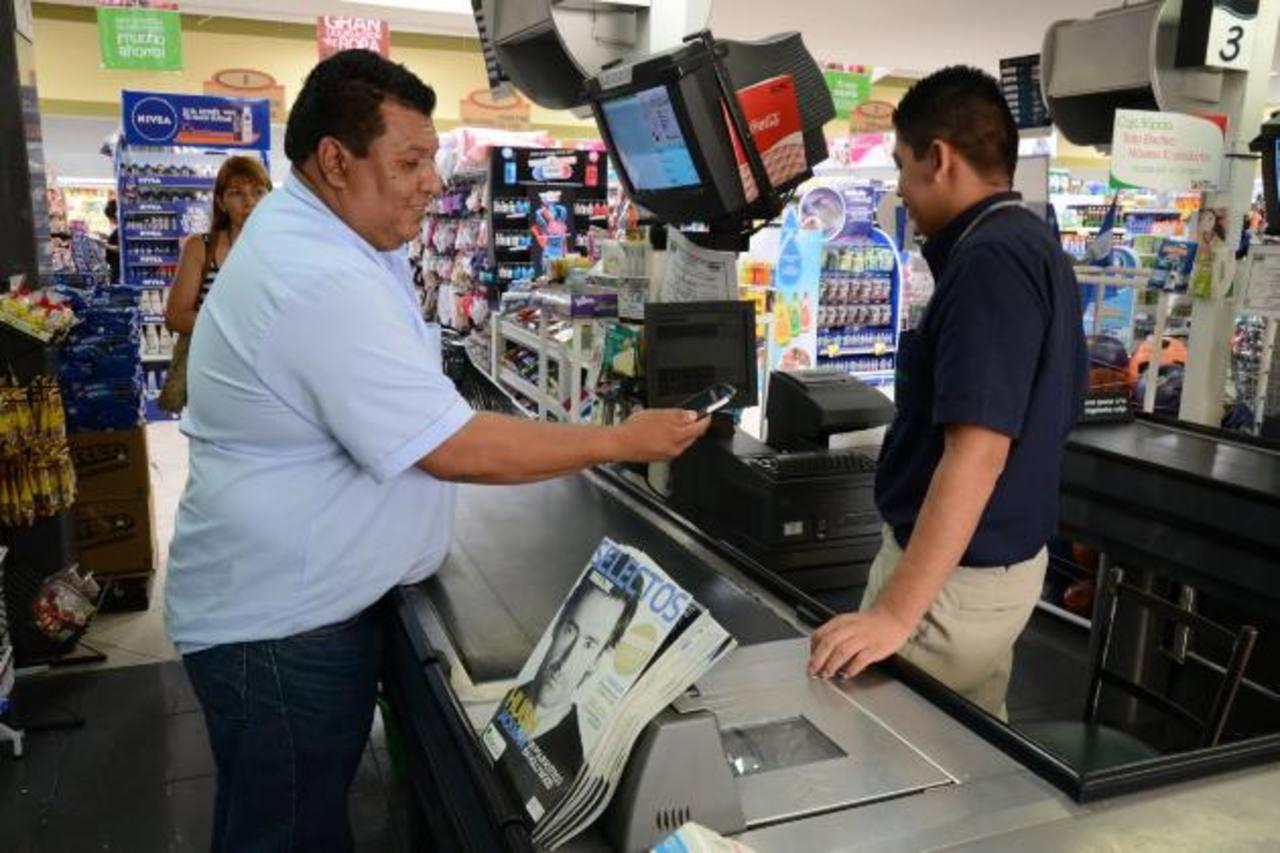 Las recargas electrónicas traerán doble saldo y otras promociones exclusivas para clientes de esta cadena. Foto edh/ david rezzio
