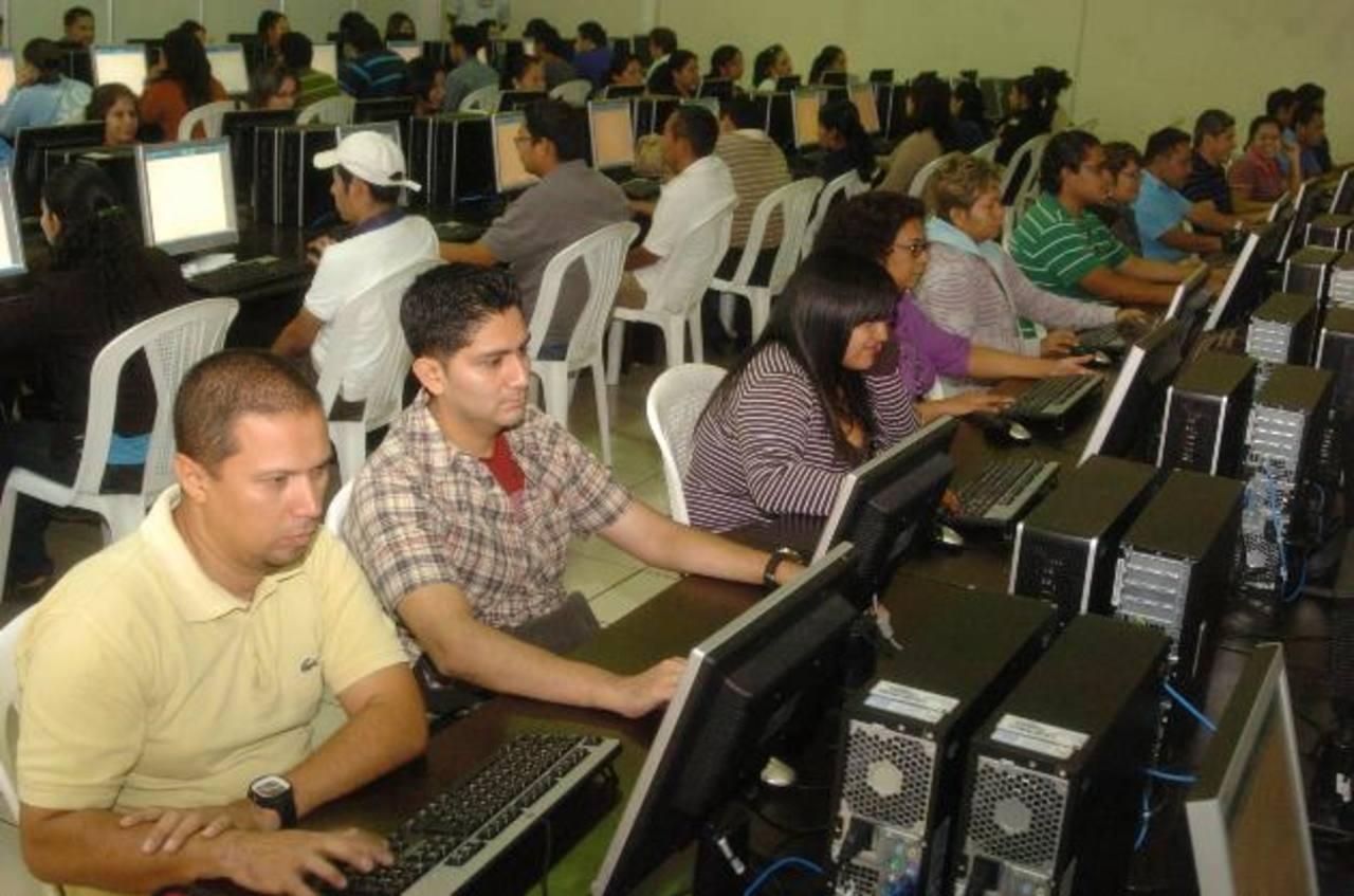 El TSE utilizó en los comicios de 2012 el sistema informático de Indra, en un contrato que rondó los $7 millones. Foto EDH / archivo