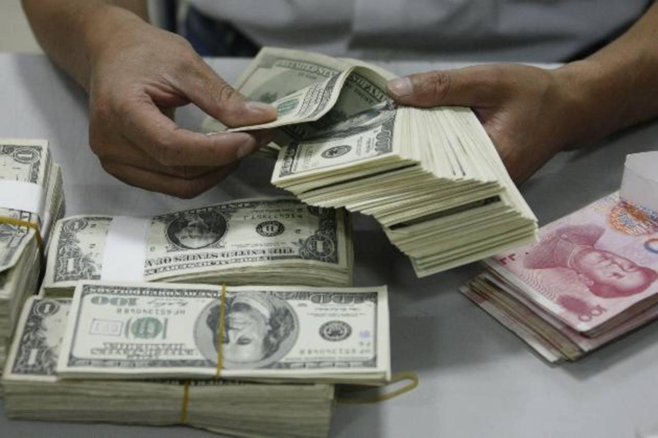 Costa Rica busca medidas para reducir el uso del dólar.