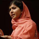 Malala Yousafzai sufrió un intento de asesinato por los talibanes por defender el derecho de las niñas a la educación. foto edh / ap