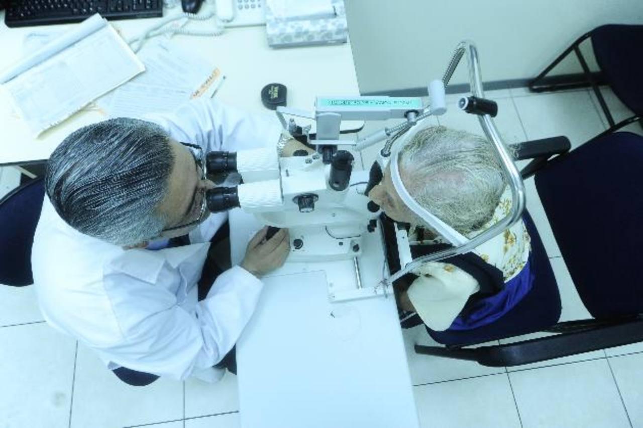 Fudem cuenta con el personal y el equipo adecuado para la salud visual, puede hacer su cita al 2505-0505. foto EDH