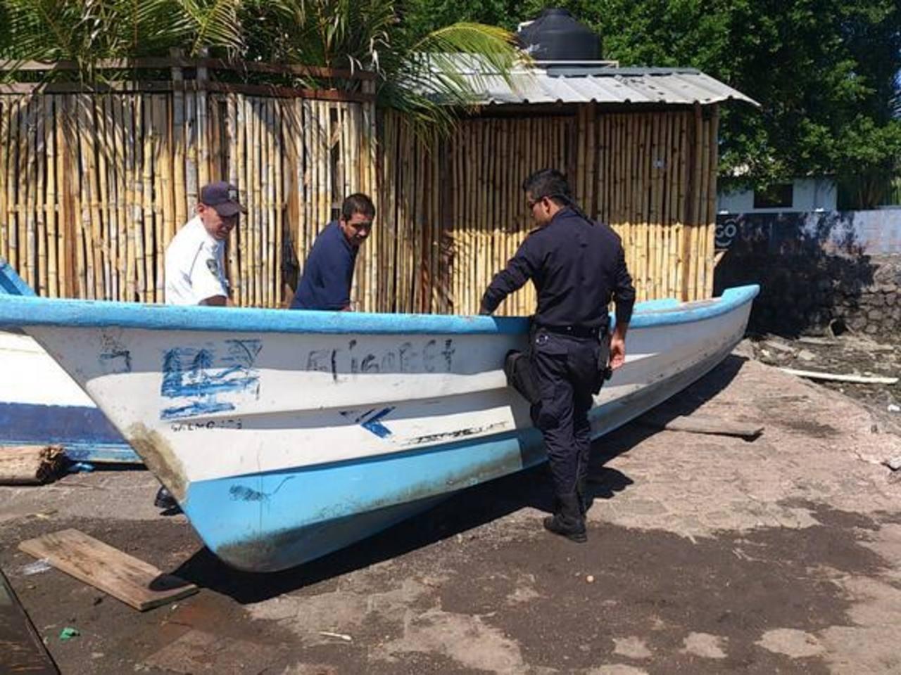 La lancha incautada fue trasladada al embarcadero Los Coquitos, detallaron las autoridades. Foto vía Twitter Insy Mendoza
