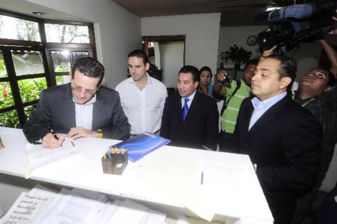 Los miembros del Coena y el candidato a vicepresidente, René Portillo Cuadra, interpusieron el recurso. foto EDH / Jorge reyes