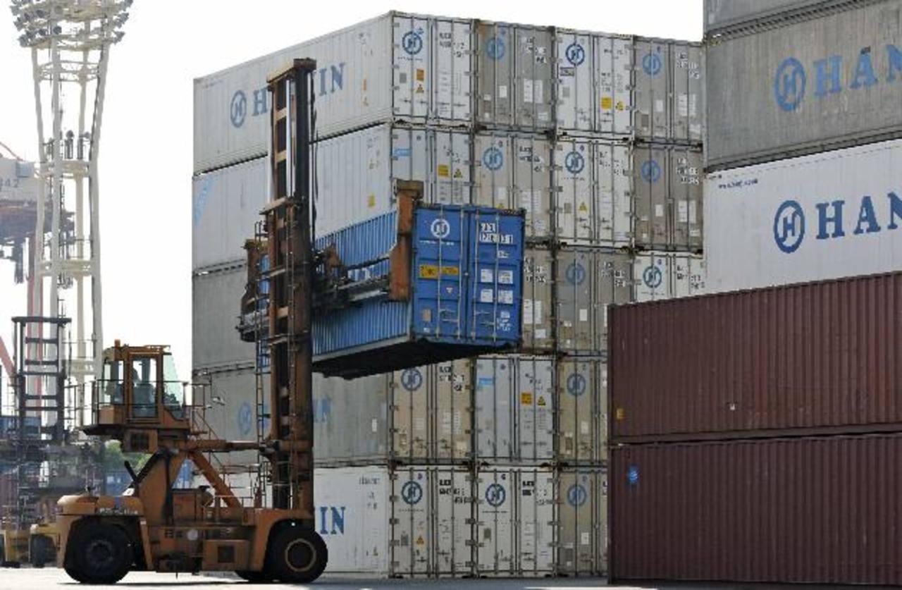 Las exportaciones se espera que se debiliten y las autoridades también podrían limitar la expansión del crédito. Foto EDH