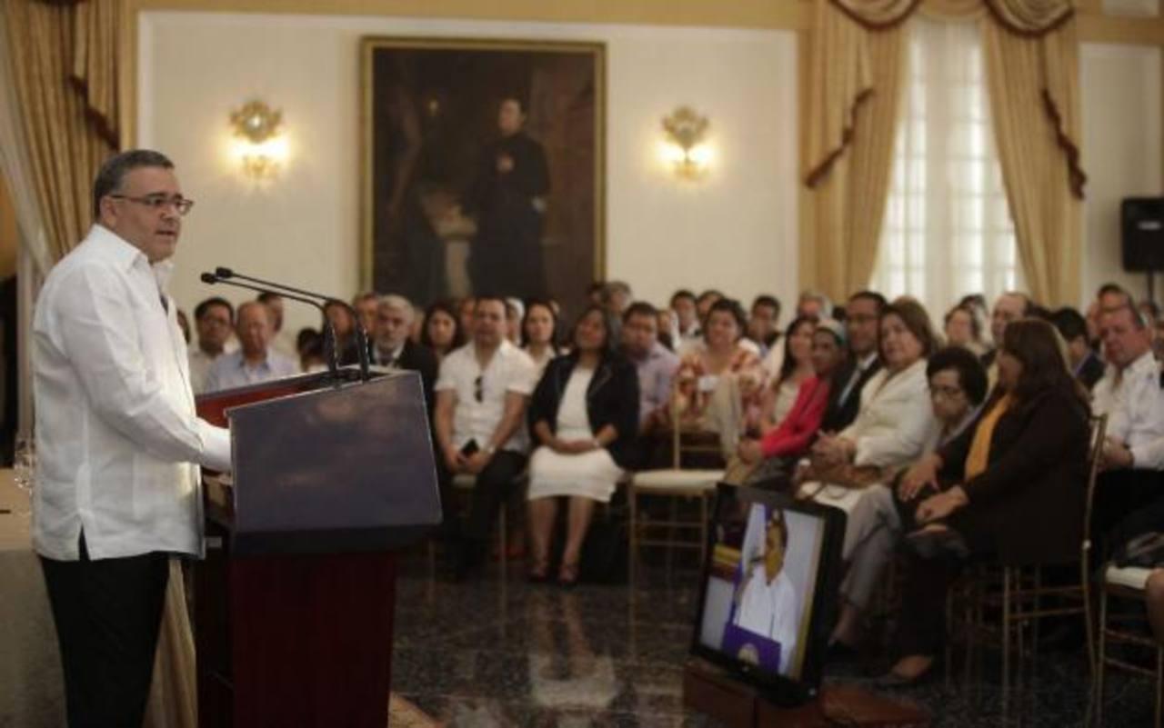 El  expresidente Mauricio Funes durante una conferencia en Capres.