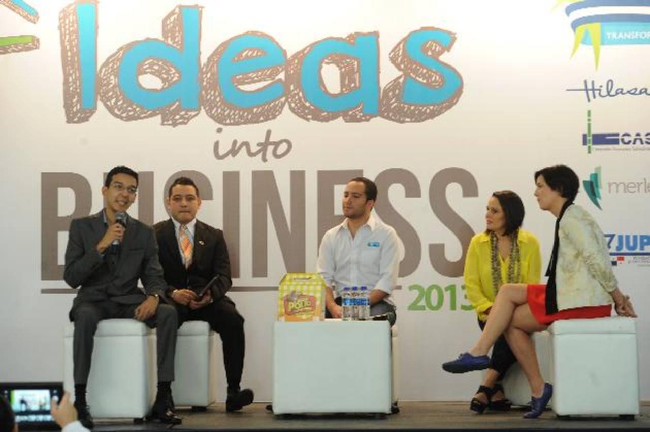 Los emprendedores compartieron sus testimonios de éxito. Foto EDH/ Marlon Hernández.Estudiantes de los centros, participaron en diferentes ponencias. Foto EDH/ Marlon Hernández.