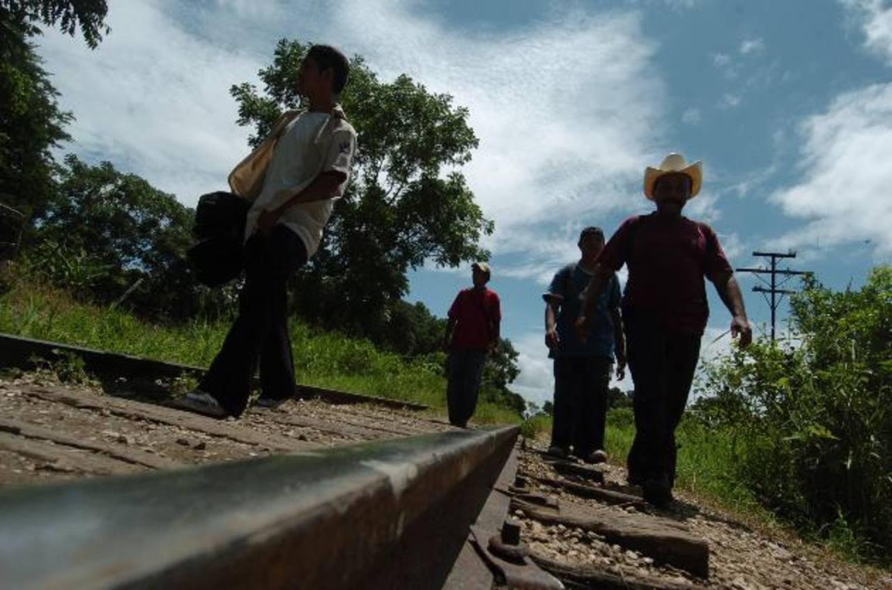 Detienen a 20 salvadoreños en ruta a Estados Unidos