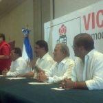 Dirigentes del PSD se unieron al proyecto del FMLN esta mañana. FOTO EDH Eugenia Velásquez.