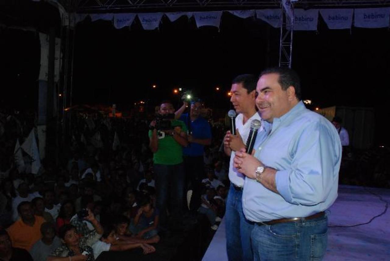 El candidato Tony Saca visitó ayer la ciudad de San Miguel en el marco de las fiestas.
