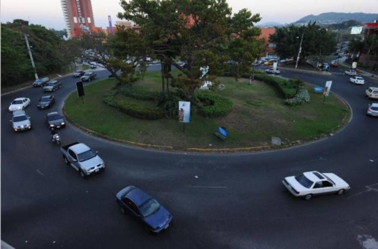 Fovial realizará trabajos de estudio de suelos el domingo, por lo que el redondel Naciones Unidas permanecerá cerrado ese día. FOTO EDH/Archivo