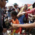 Tras el paso del tifón Haiyan, personas han saqueado casas y locales en busca de alimentos y agua, informaron autoridades filipinas. Foto de Agencias