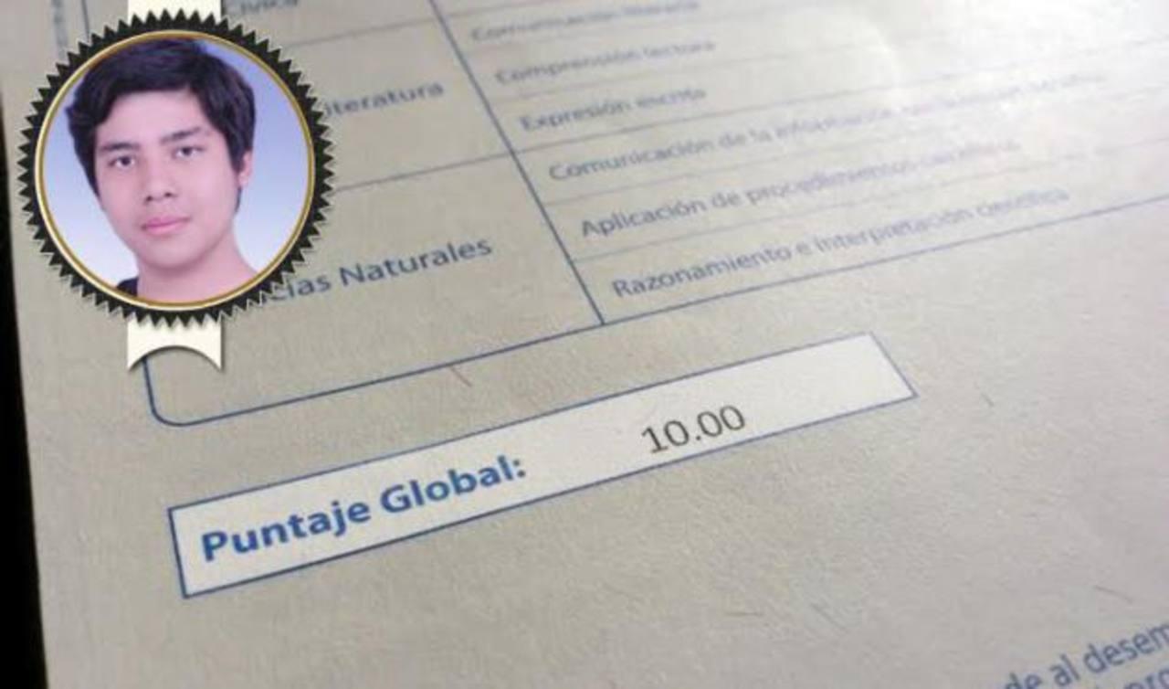 Carlos Eduardo Martell logró, con su 10, ser la nota más alta de los bachilleres que fueron evaluados en la PAES 2013. FOTO de @Martell96