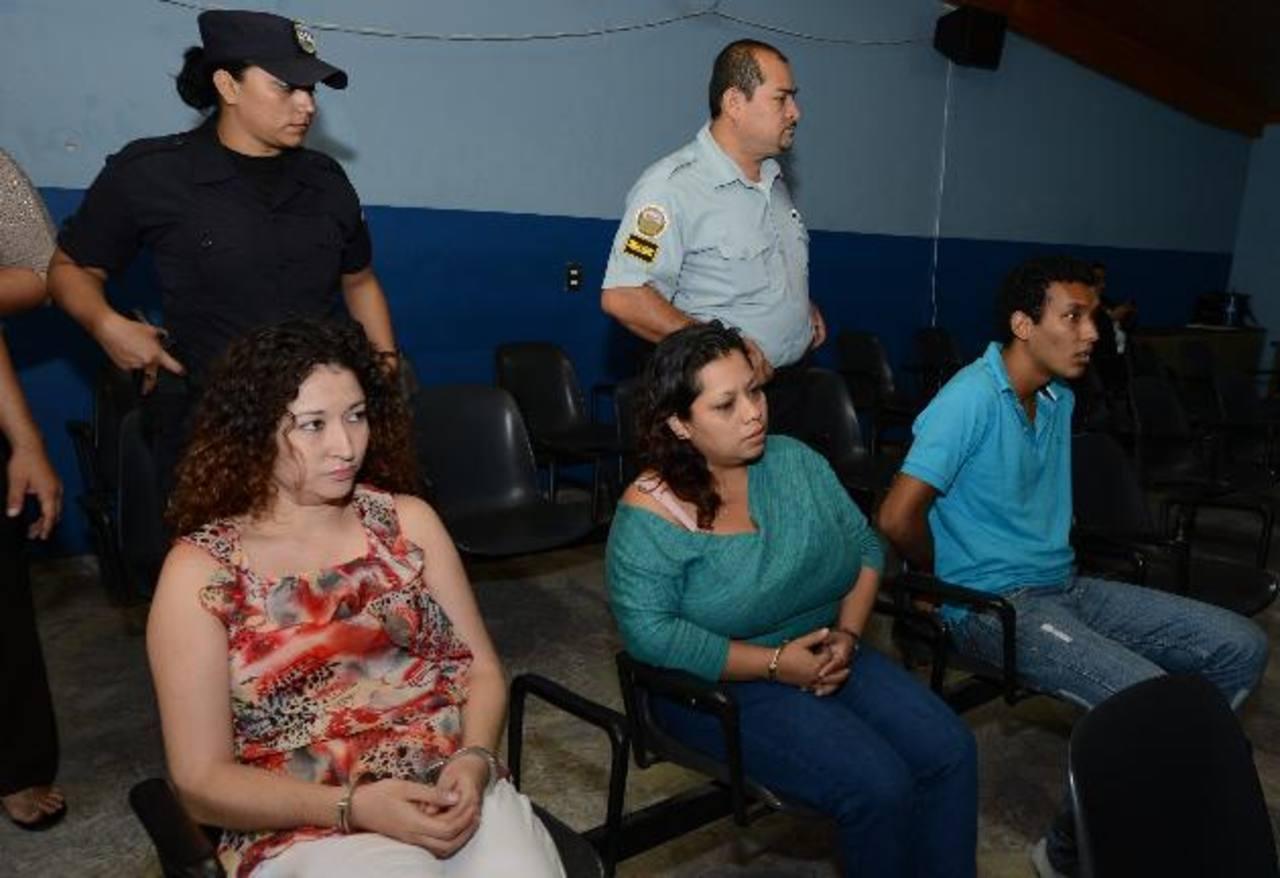 Los tres imputados se mostraron inquietos, ayer, al escuchar los relatos de los testigos.