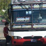 Usuarios de la ruta 30-B, de Ayutuxtepeque, pagan en efectivo el pasaje, pese a que 42 de las 46 unidades, ya tienen instalados los validadores de Subes. Foto EDH / douglas urquilla