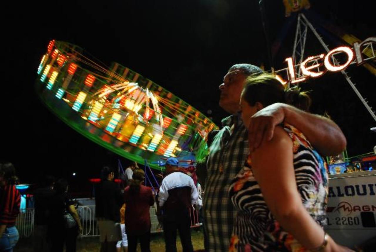 El campo de la feria, en San Miguel, fue abarrotado por los visitantes, en el marco de sus fiestas patronales. FOTO EDH/I. Mendoza
