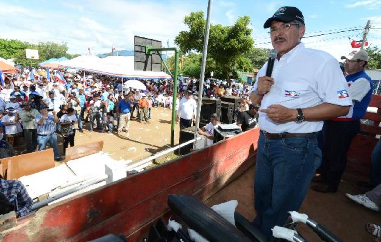 El candidato a la presidencia por ARENA, Norman Quijano, se dirige a la concurrencia.