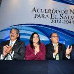 Los candidatos presidenciales del FPS, ARENA, PSP y Unidad firmaron ayer el Acuerdo de Nación. foto edh / mario amaya