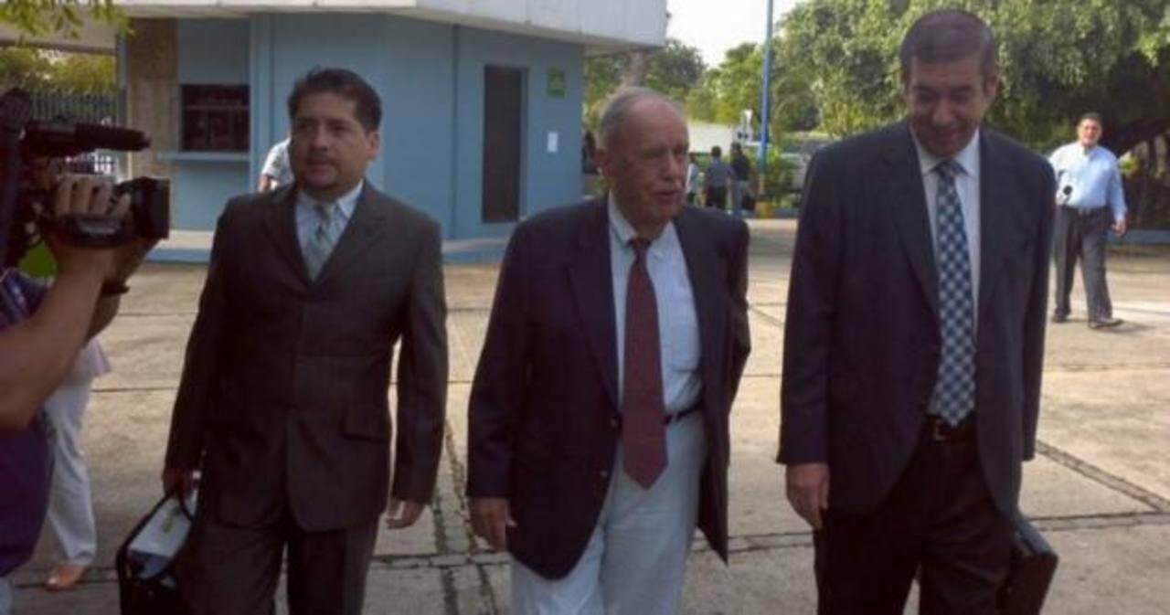 El expresidente Cel, Guillermo Sol Bang al momento de presentarse en los tribunales
