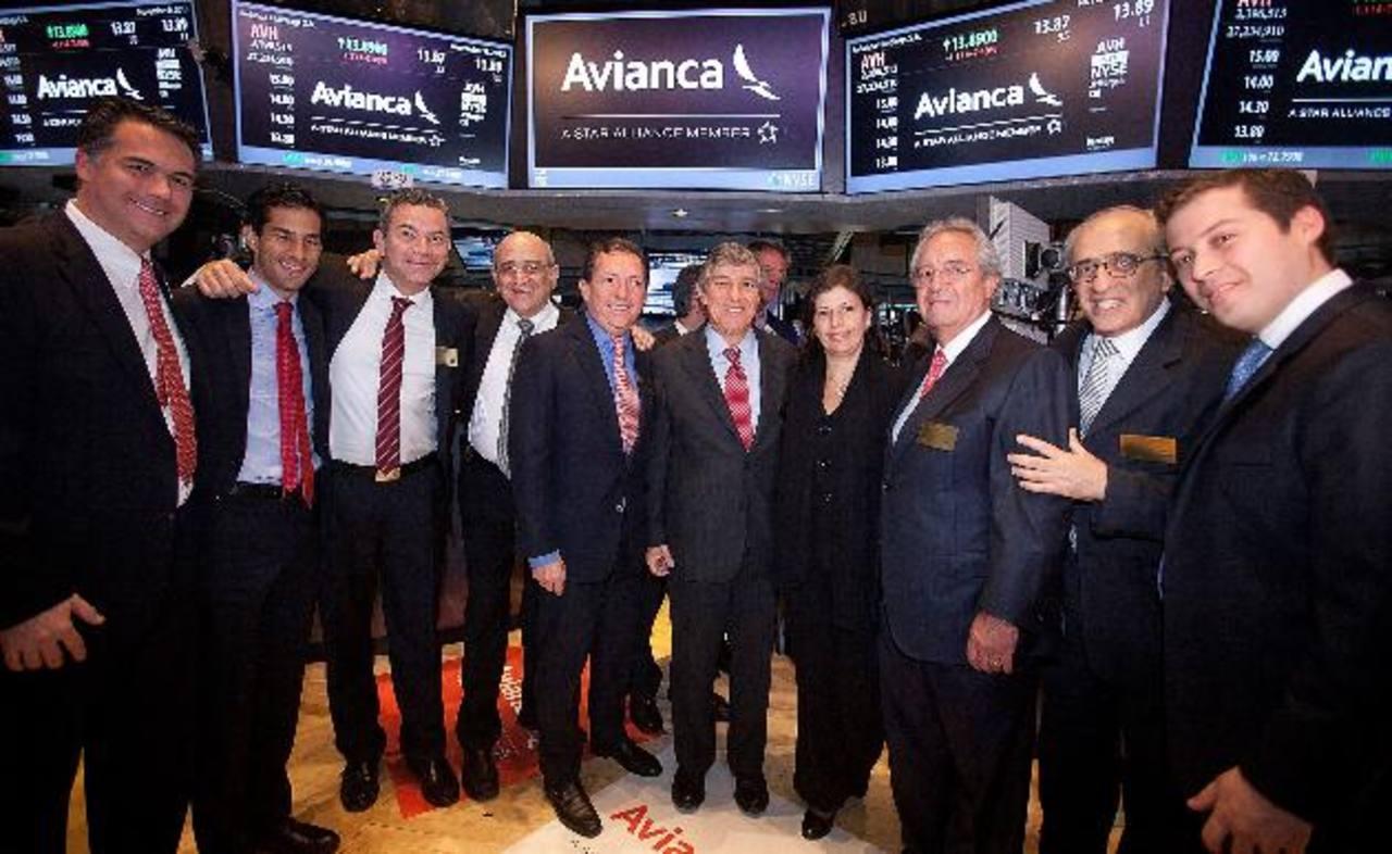 Los altos directivos de Avianca en su visita a la Bolsa de Nueva York para la histórica emisión de acciones. foto edh/cortesía