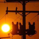El megavatio se ha vendido $100 más caro de lo que debería. Este recargo está reflejado en la factura mensual de cada usuario. Foto EDH / archivo