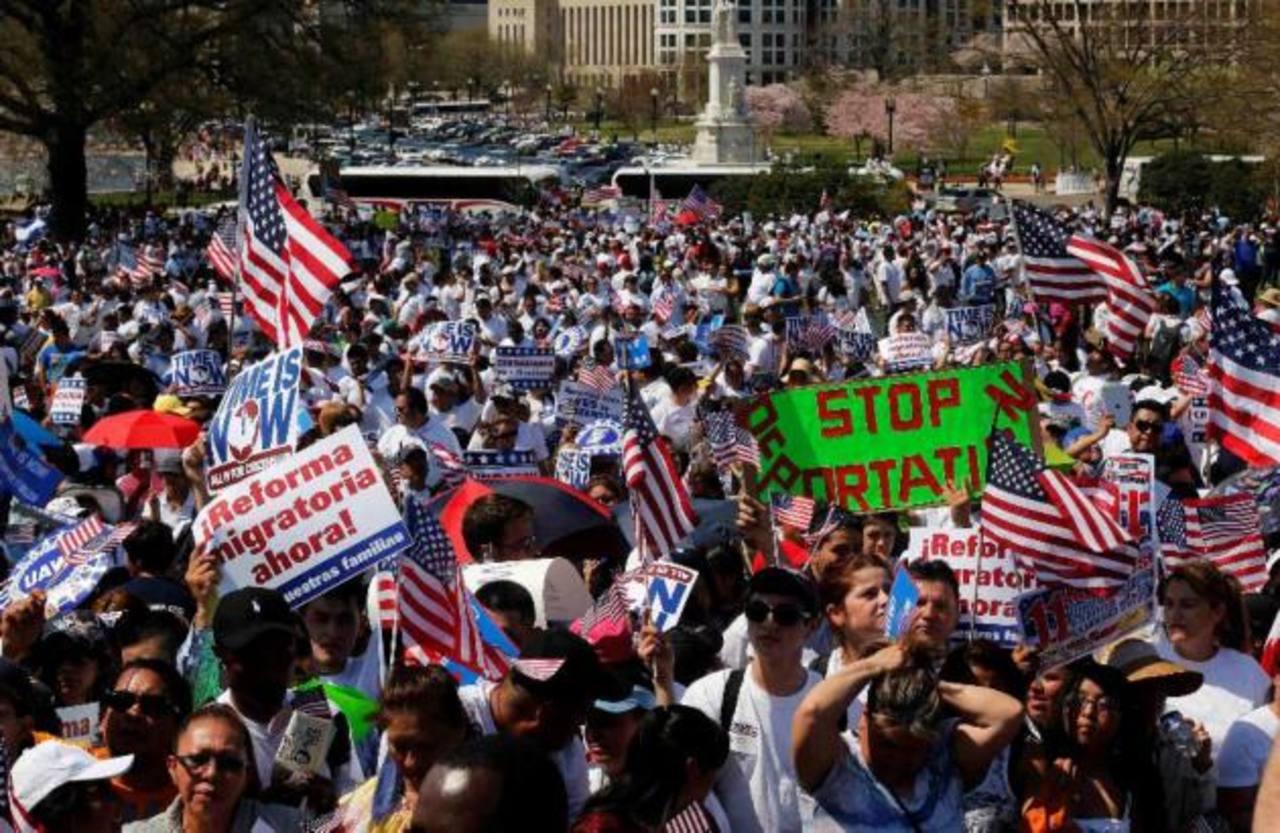 Obama y líderes religiosos se reunieron para tratar de mantener la presión sobre legisladores por la reforma migratoria. Foto/ Archivo