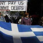 Más de mil simpatizantes del Partido Comunista marcharon hacia el Parlamento mientras gritaban lemas contra la austeridad.