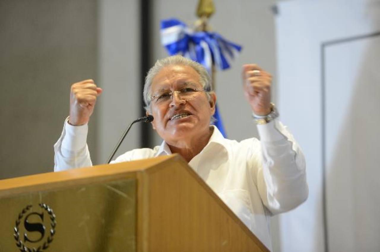 El dirigente y candidato a la presidencia por el FMLN, Salvador Sánchez Cerén, ayer en pacto con PSD. foto edh / mauricio caceres