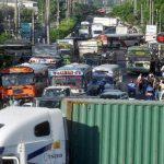 La carretera Panamericana, jurisdicción de Ilopango, fue bloqueada por una hora, provocando congestionamiento. foto EDH / e. chávez