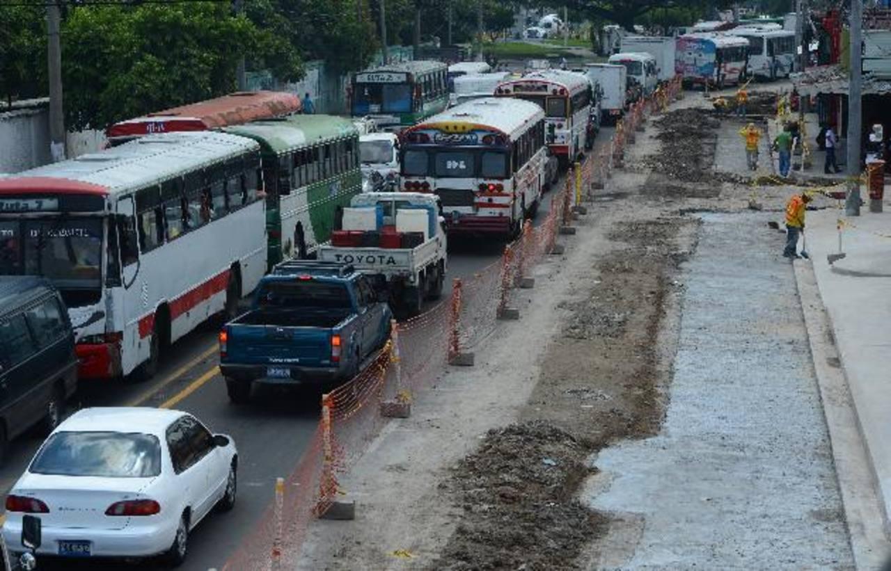 El FMLN publicita el Sitramss de forma virtual, aunque en realidad el caos vial ha imperado en su construcción. Foto EDH / archivo
