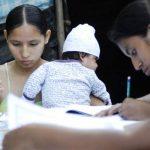 El Programa Nacional de Alfabetización permite atender a personas jóvenes como adultos mayores. Foto EDH / archivo