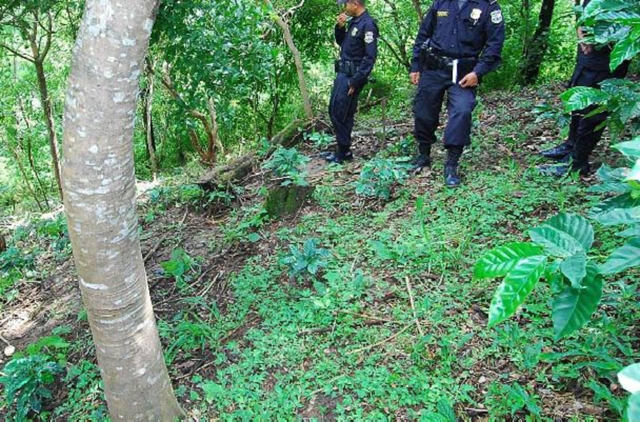 Un agente policial cayó a un barranco en calle Mil Cumbres, Panchimalco durante una persecución delincuencial. Foto/ EDH