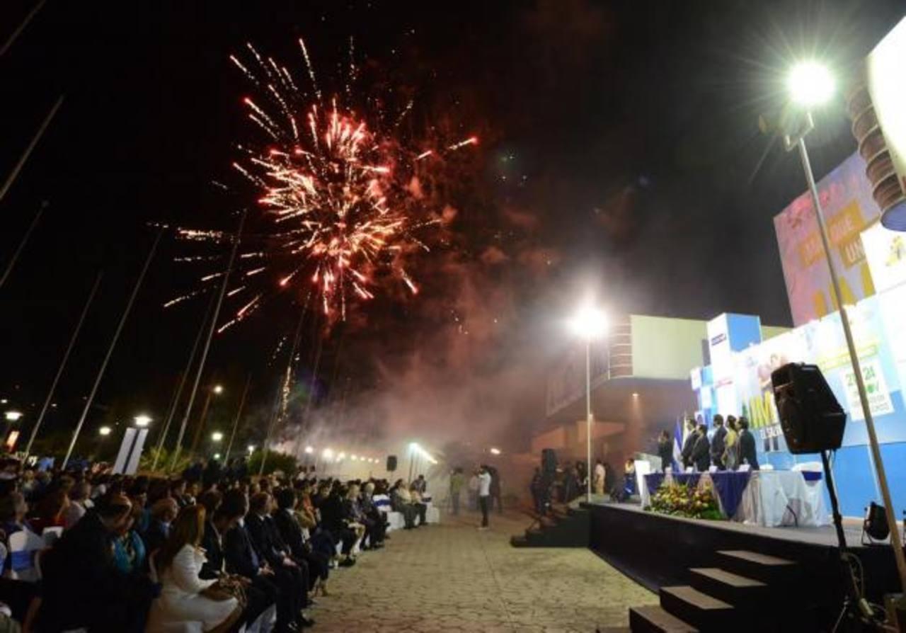 Durante la inauguración de la feria se contó con la participación de los miembros de la Cámara de Comercio, personeros de la ANEP e invitados especiales. Fotos EDH / Mauricio cáceres