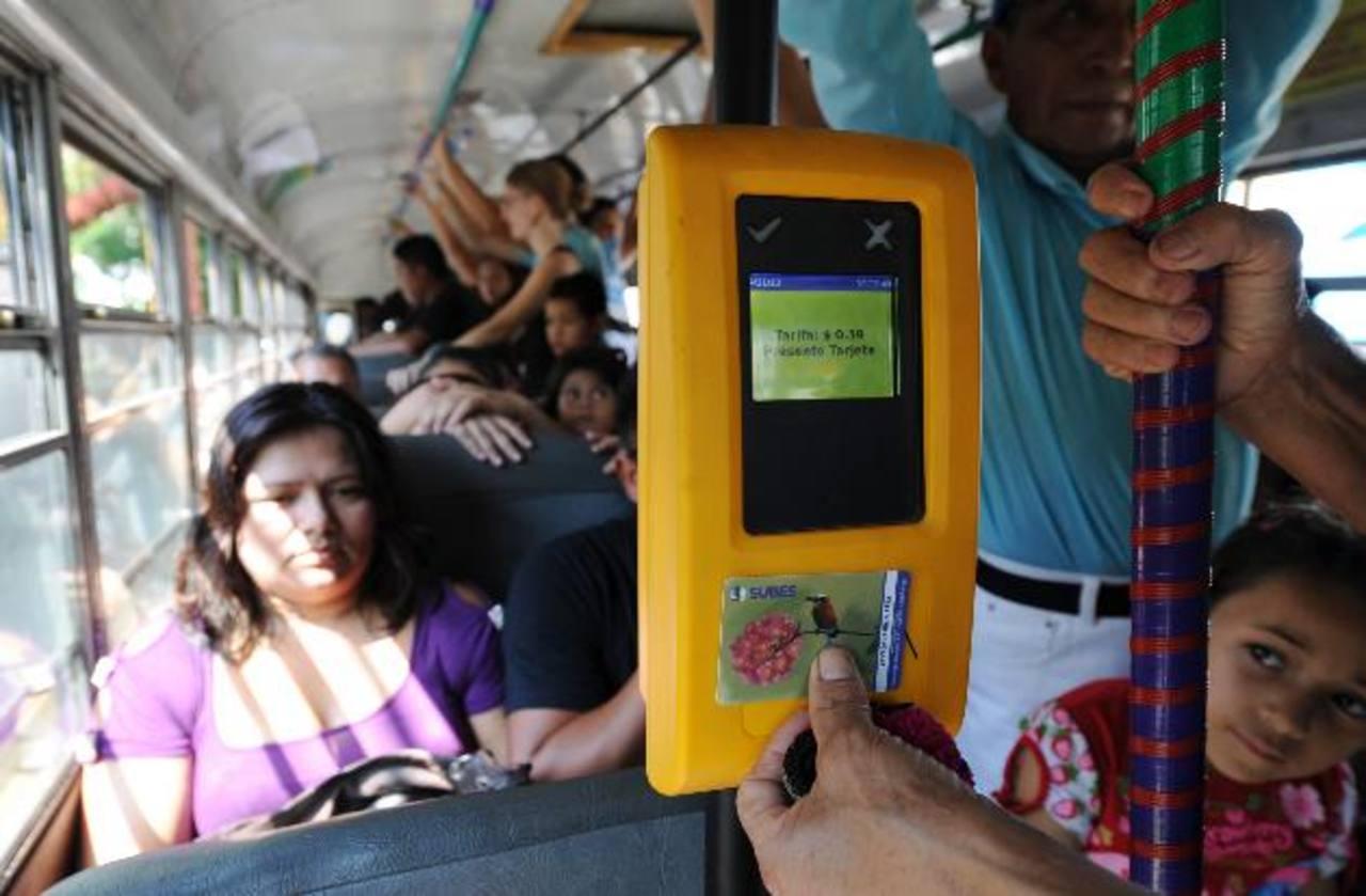 Los usuarios se quejaron del pago con tarjeta electrónica. Argumentan que el pasaje sale más caro con este sistema.