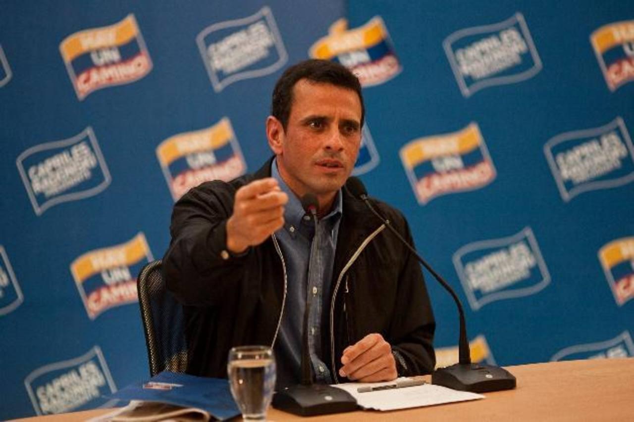 """El líder de la oposición venezolana, Henrique Capriles, afirma que las medidas del gobierno no acabarán con la """"crisis"""". Foto EDH"""